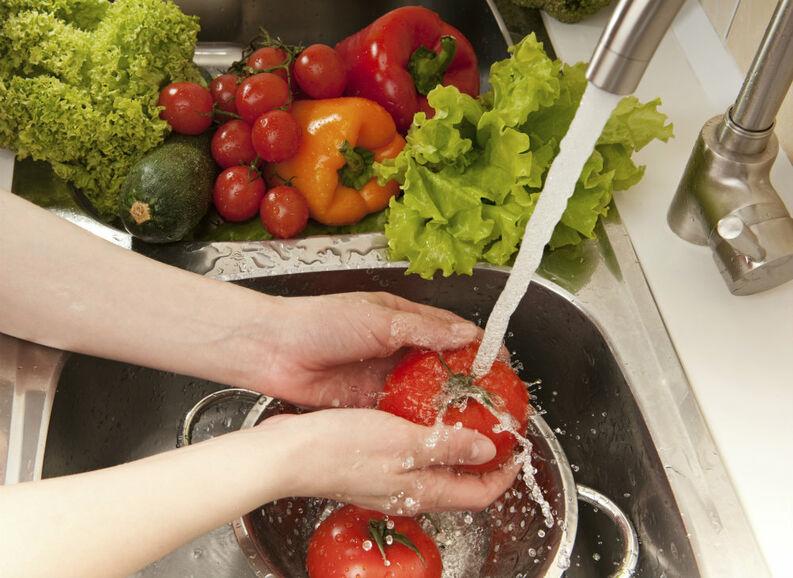 Lavado y Desinfección de Frutas y Verduras en una COCINA CUIDADA